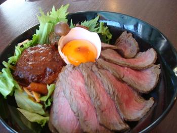 ローストビーフとハンバーグの贅沢グリル丼