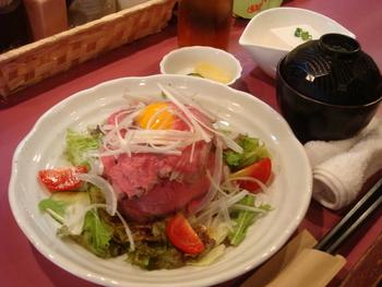 �和牛ローストビーフ丼�焼き鶏丼(温玉のせ)